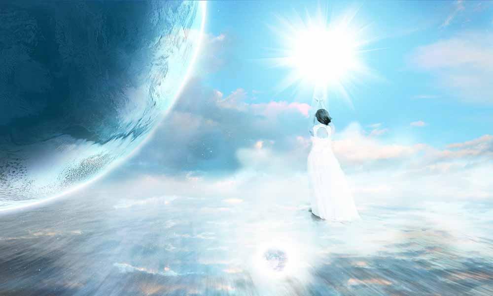 地球と澄んだ青空と水面を歩き太陽に手を伸ばす女性